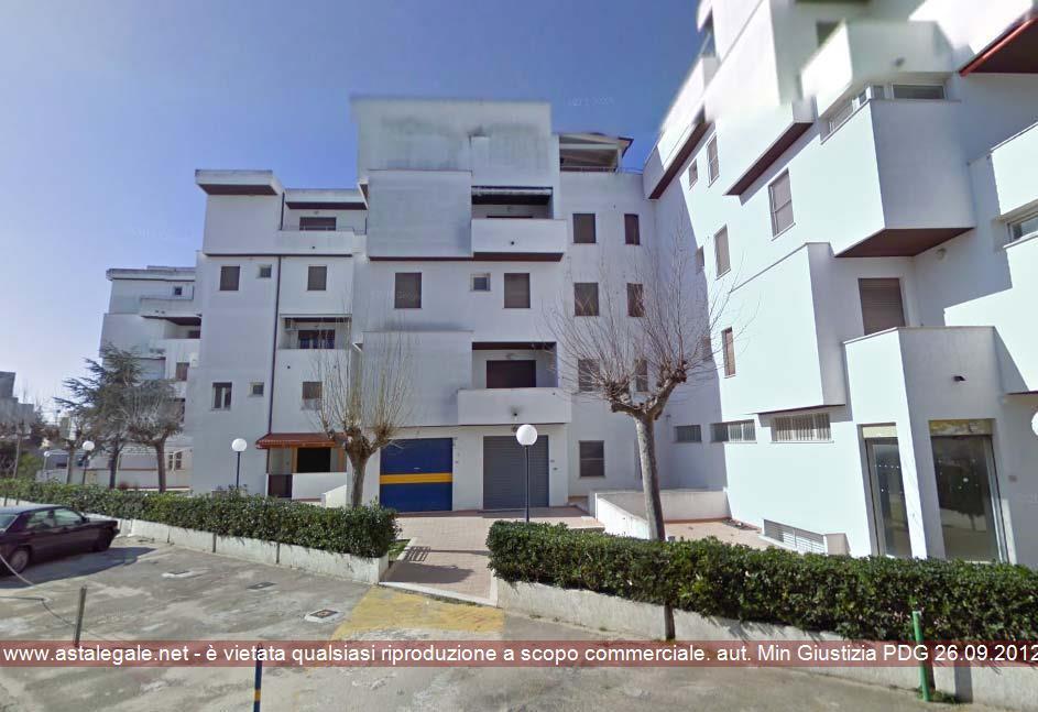 """Lesina (FG) nel complesso Residence Riviera, corpo di fabbricato servito dalla scala """"C""""con accesso da Via delle Dalie 10"""