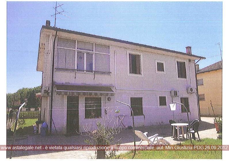 Viadana (MN) Localita' S. Matteo delle Chiaviche, Via Cadorna 18