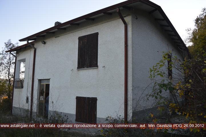 Neviano Degli Arduini (PR) Frazione Villa Santi Giovanni e Paolo, Via delle Rette 12