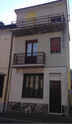 Ossago Lodigiano (LO) Via Roma  50