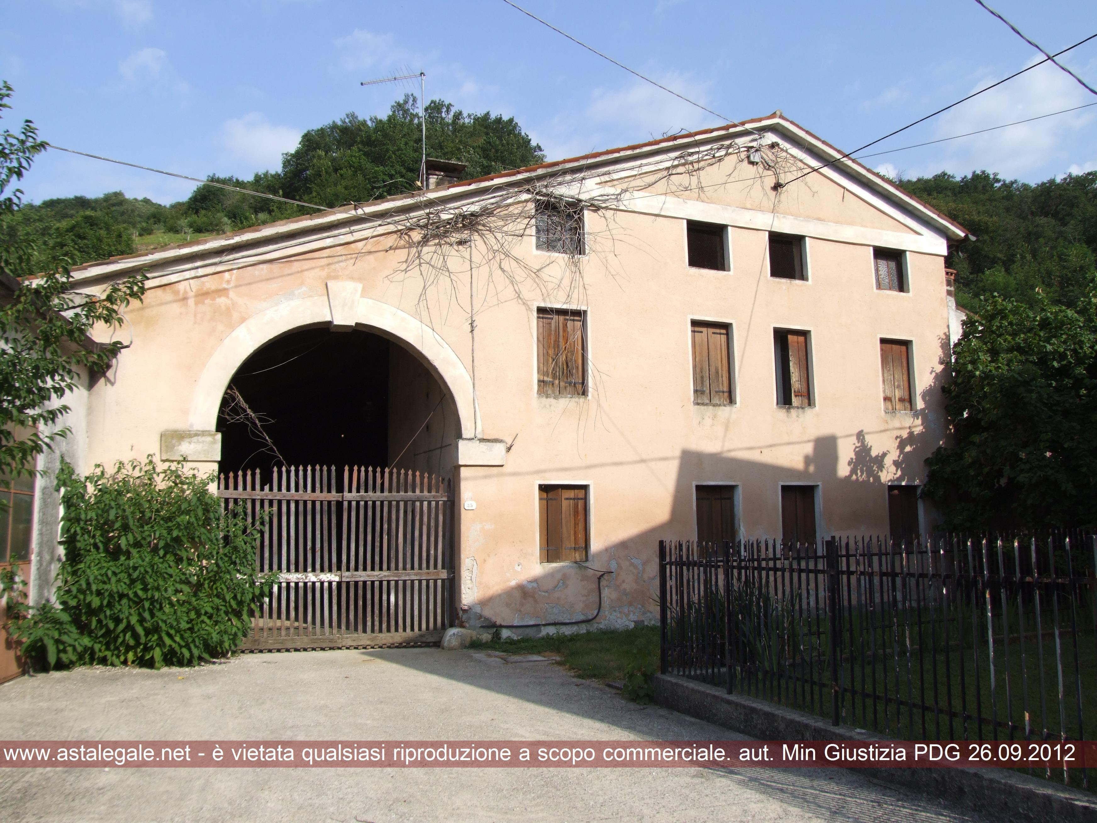 Marostica (VI) Via Salarola (lungo la strada che porta alla salita della Rosina)