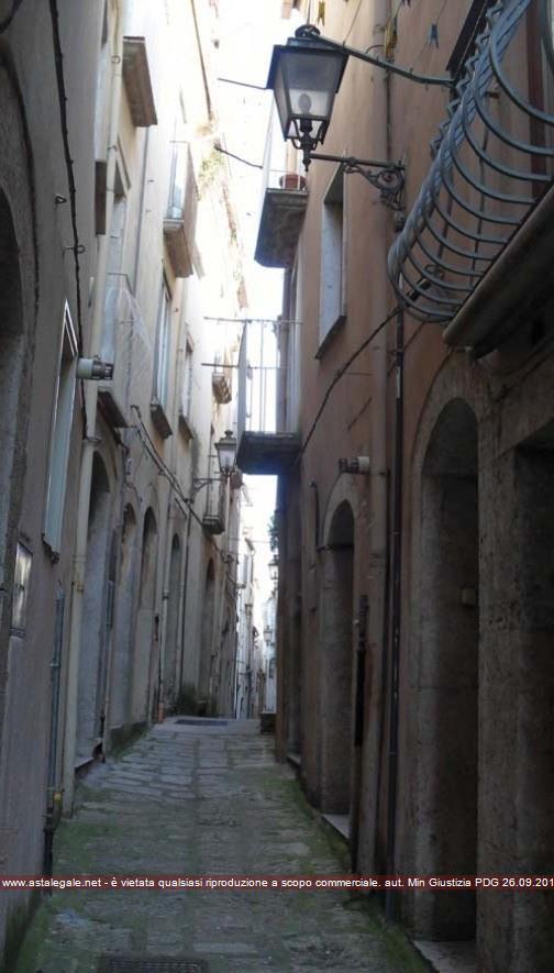 Isernia (IS) Corso Marcelli (lato est) Vicolo I Madonnella (lato nord), vico S. Pietro Celestino (lato sud) e Via Occidentale (lato ovest)