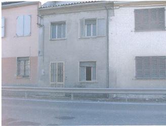 Castel San Giovanni (PC) Localita' Pievetta, via Dogana Po  (in fregio alla S.S. 412) 12