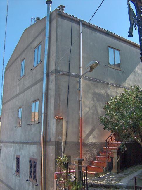 Castel Di Lucio (ME) Via Nazario Sauro n. 17 e Via Cairoli n. 1